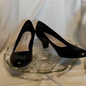 Nwot Easy Street ,black, low heel pumps